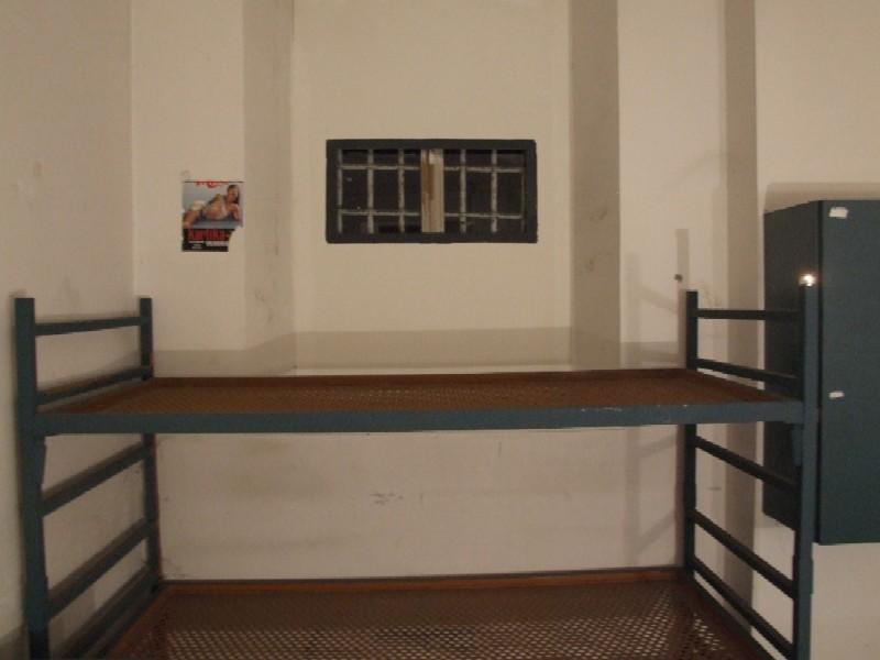 L 39 interno di una cella nel braccio tedesco del museo del - Bocca di lupo finestra ...