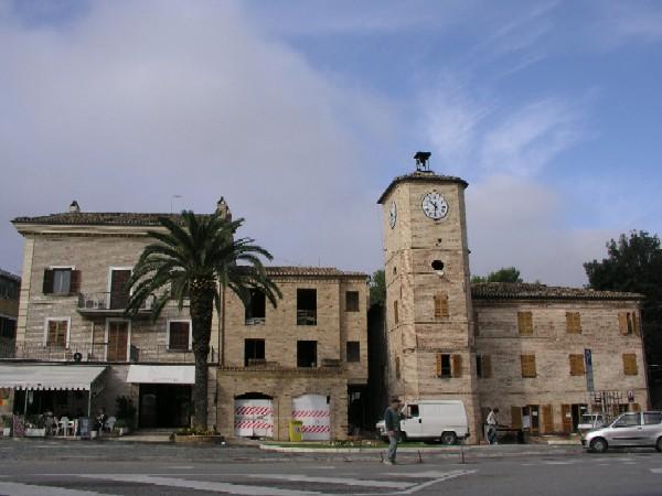 La torre dell 39 orologio il simbolo della citt di porto - Ristorante il giardino porto sant elpidio ...
